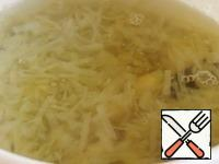 The soup is so easy to prepare that there is almost nothing to photograph. Chop the cabbage, pour 1 liter of water, add a bay leaf and boil for 20 minutes. Add the sliced potatoes, cook until tender.