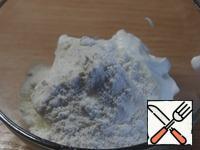 In sour cream stir in the flour, add to soup, stir.