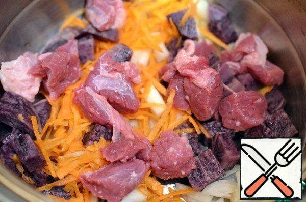 In a pan put the chopped vegetables and meat.Cover with a lid, include stove, boil on slow fire.