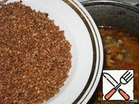 Buckwheat wash in cold water and send it after the potatoes.