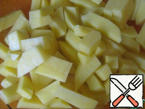 Potatoes are cut arbitrarily, as you like.