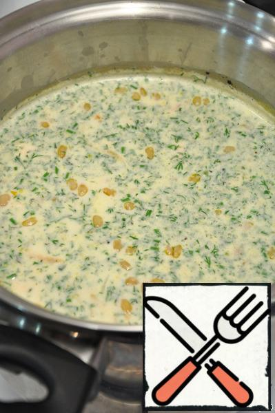 Lay the browned vegetables to the pan, adding there is diced fish fillet, season with salt and pepper, let the soup to boil, boil for about five minutes (until the fish is cooked), add the finely chopped dill, turn off the heat, let the soup to infuse for about five minutes and pour into bowls.