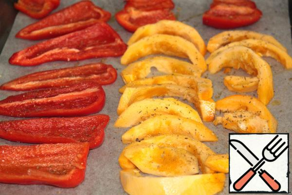 Pepper and part of the pumpkin cut into pieces and bake in the oven, sprinkled with Italian herbs.