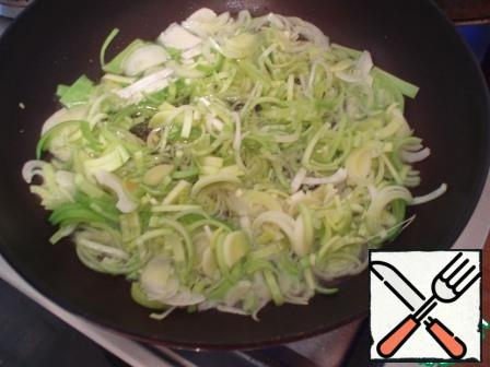 Fry the onion in vegetable oil until Golden brown, add carrots, stir everything, add some salt, pepper, add coriander, mix everything again and continue to fry for a couple of minutes until carrots are ready.