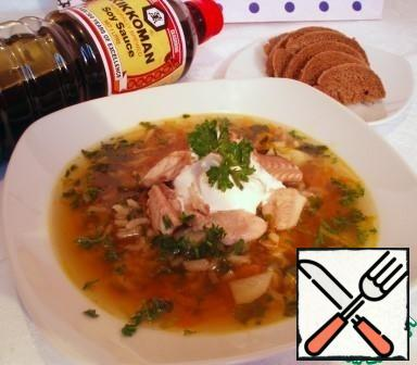 Serve with sour cream and finished with slices of fish. Very well combined with black bread.