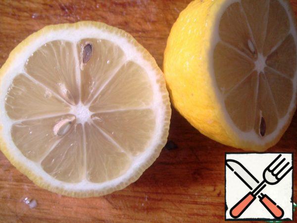 Squeeze in a saucepan juice of half a lemon.