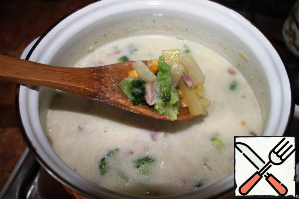 Add broccoli, corn, thyme and cream to the soup. Cook until broccoli and potatoes are ready, about 8-10 minutes.