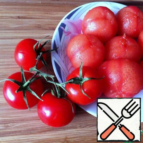 Tomatoes incise cross-shaped and lower for a minute in boiling water. Then, pour cold water and clean the skin and seeds.