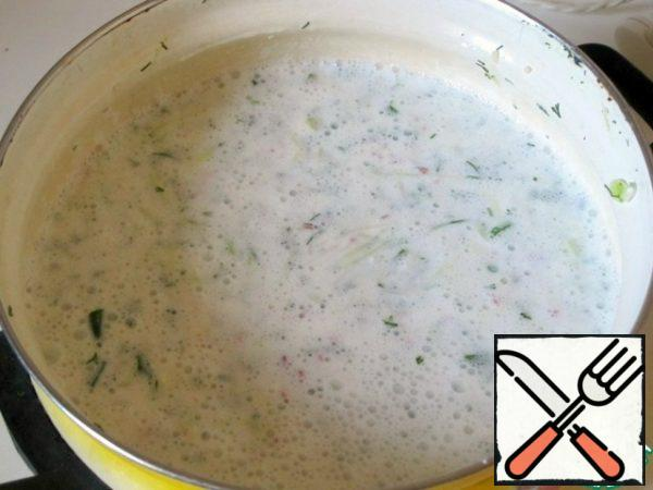 Onions and dill wash, finely chop. The bow can be slightly mash these with salt. Put in pan all the prepared foods, pour the chilled yogurt mixture, mix well.