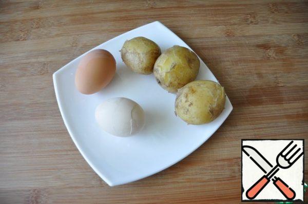 Potatoes boil in a uniform, hard-boiled eggs.