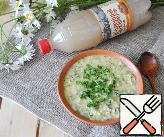 Serve okroshka in deep plates in a chilled, sprinkled with the remaining herbs. Bon appetit!