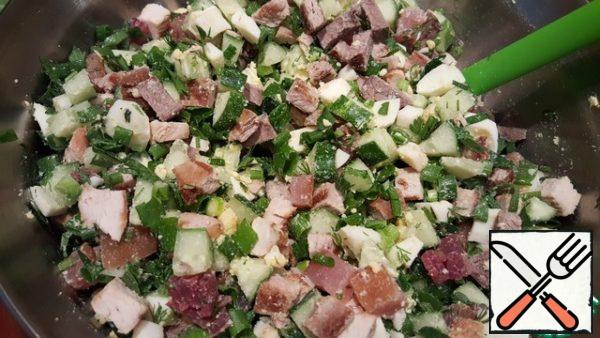 Mix the okroshka. Salt and pepper if necessary to taste.