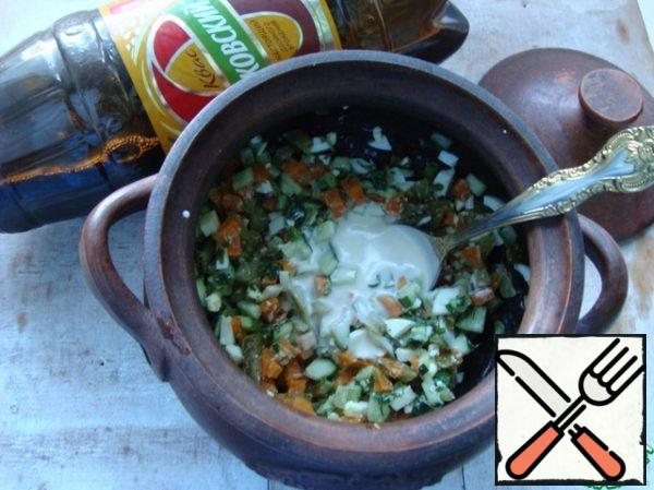 Put all in a pot and add either mayonnaise or sour cream. It is to your taste. Mix everything together, add pepper to taste.