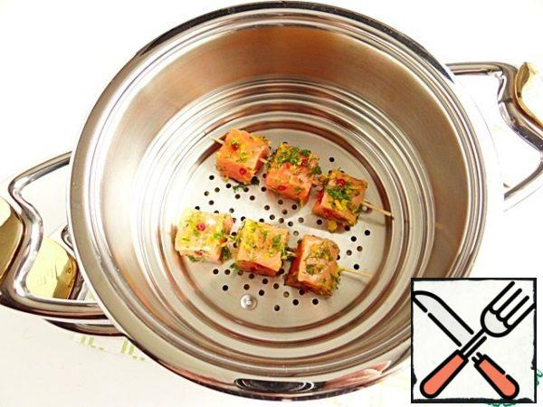 Using the system for steaming, we save time. At the time, until vegetables cook to readiness, it is installed above the pot I cook salmon on skewers.