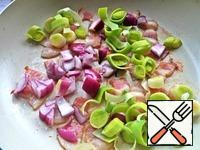 Lightly fry and add leeks. I have red onion a bit, but it does not matter.