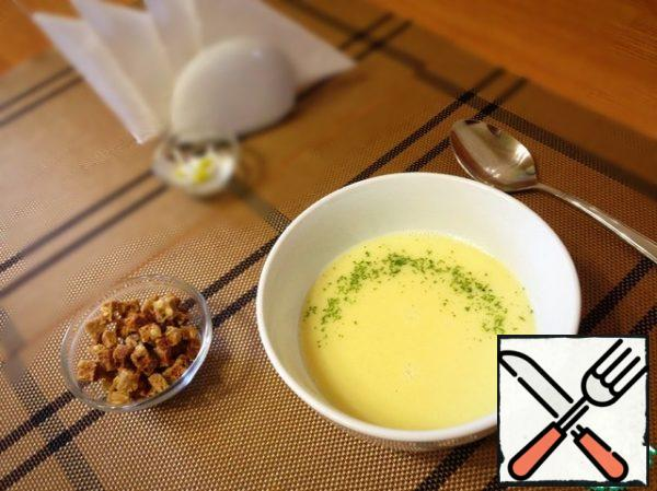 Garlic whisk immersion blender or rub through a sieve. Egg mass of add to garlic. Stir and warm the soup, avoiding boiling.