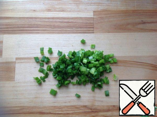 Green onion rinse, dry and finely chop.