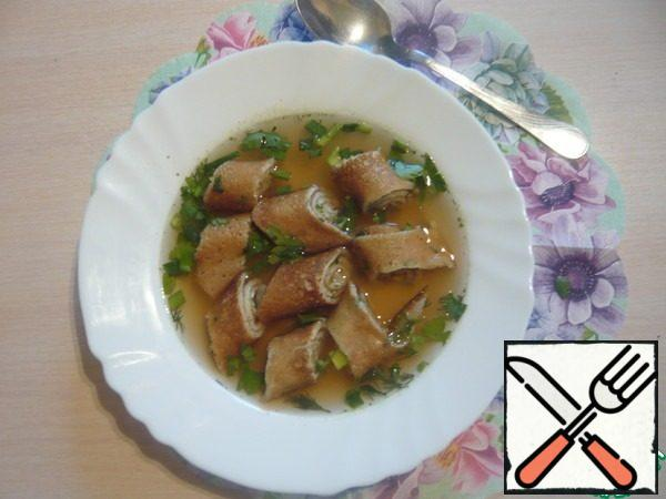 Broth to heat ( I have done), put the rolls in the dish, carefully pour the hot broth and sprinkle with remaining herbs.