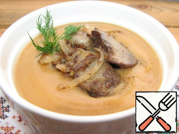 Serve the cream soup chicken liver, fried with onions and herbs.