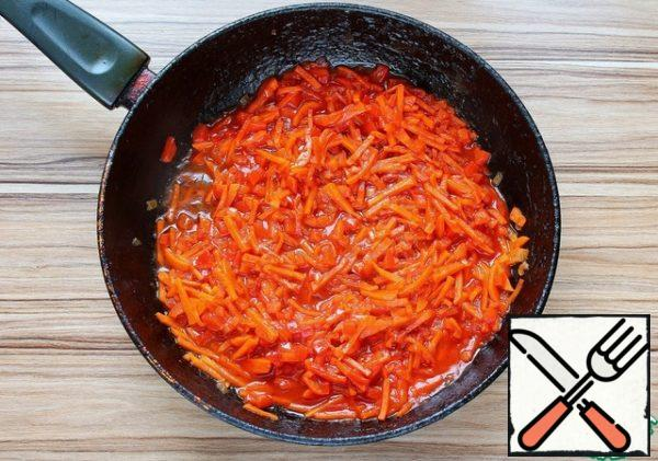 For frying, onions cut into small cubes, carrots straw, bell pepper small dice. All fry in vegetable oil. Add tomato paste, fry for 1-2 minutes and add a couple broth. Fire reduce and simmer for another 5 minutes.
