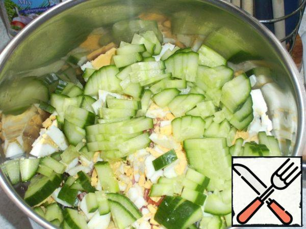It is the turn of cucumbers. Cut into chop.