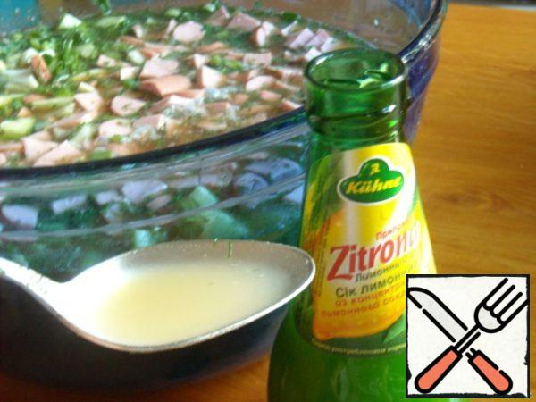 Then lemon juice. If you don't have one, you can replace it with vinegar.
