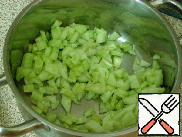 Cucumbers peel and cut into small cubes.