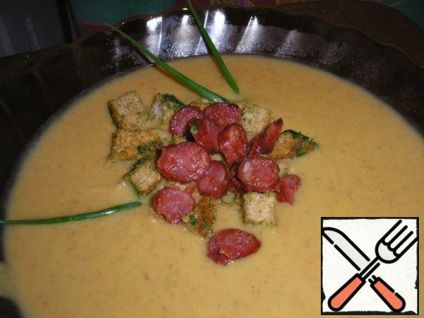 Bring to a boil and the soup is ready!!! Serve in shallow dishes, decorated with rusks and sausages.