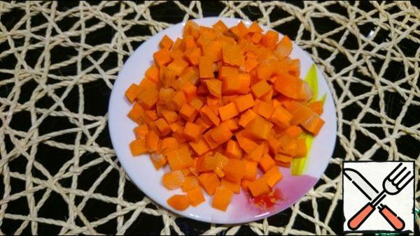 Carrots are cut into small cubes and sent into the broth.