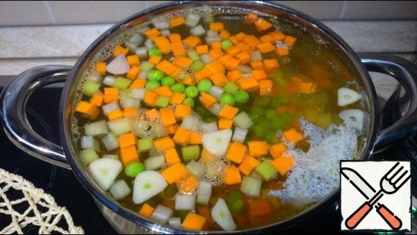 Salt and pepper are added to the soup, the soup is cooked about half an hour before the softness of rice and vegetables.