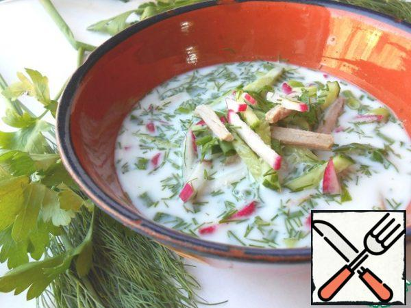 Mix the sliced ingredients, pour kefir and broth in a proportion of 1:1.