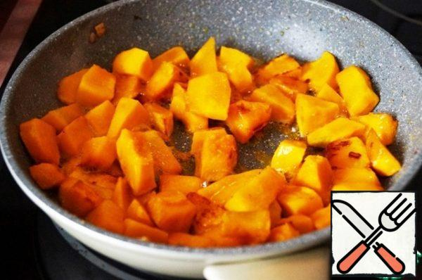 Pumpkin fry in pumpkin oil until half cooked.