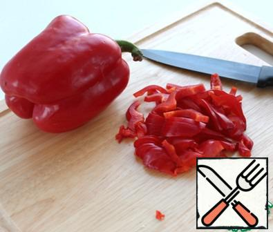 Cut the sweet peppers.