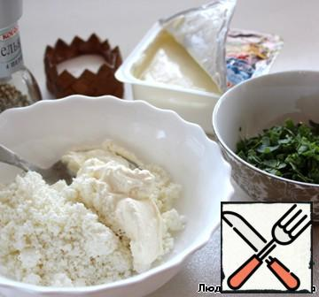 Mix cottage cheese with sour cream, add the greens, season with salt and pepper.