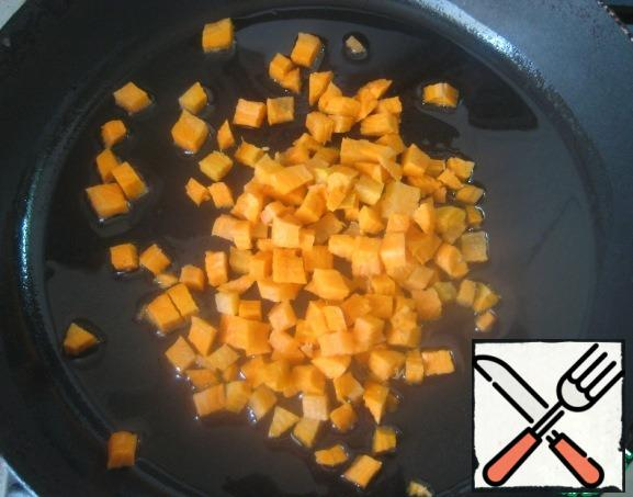 Carrots cut into small dice. In a pan heat vegetable oil, put carrots to fry 3-4 minutes on medium heat.