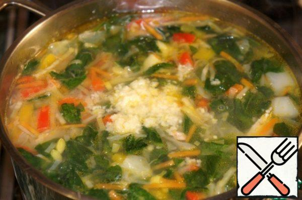 Turn off the heat, add the chopped garlic, let the soup to stand, covered 10 minutes.