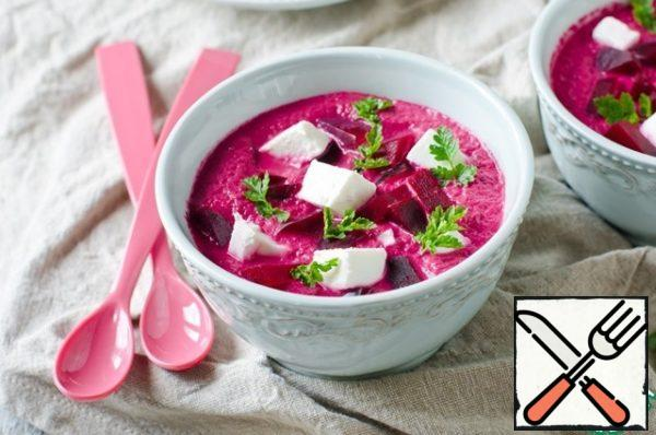 Pour the cream soup on plates or bowls, add the pieces of beetroot and feta. Sprinkle with parsley.