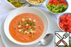 Pour the soup on plates, spread out on top of all the vegetables from the garnish and a little sprinkle with olive oil. Garnish bowls serve separately so that everyone can put additives.