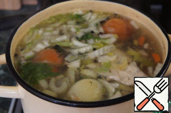 Cook broth with vegetables (onion, carrot, celery root) and spices (black pepper peas, allspice, cloves).