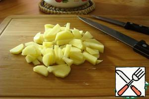 Potatoes are also cut into cubes. All the vegetables put in a pan in the boiling broth.