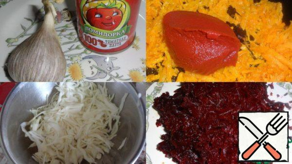 Onion cut and fry in vegetable oil, add grated carrots to it, fry and, last but not least, put a quality tomato paste.