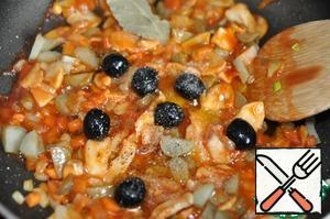 Add olives, Bay leaf, salt, sugar, freshly ground pepper mixture.