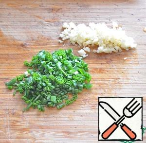 Garlic and green onion finely chop.