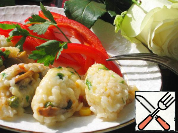 Two spoons form the cutlets and spread on a plate. Decorate with greenery. Can be served with meat or fresh vegetables.