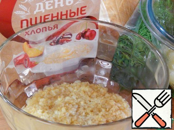 Millet flakes pour 1 Cup of boiling water and let it brew for 3 minutes.