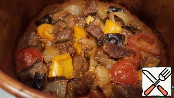 Get the pot. Try... Fragrant meat with delicious vegetables is ready!