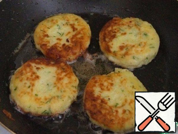Fry in heated vegetable oil for a couple of minutes on each side. Serve with fresh vegetables or any sauce.