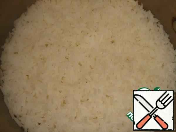 After 20 minutes, the water will disappear and the rice will look like flakes. Just make a reservation, I usually cook rice differently, but this method was pleasantly surprised. The cooked rice was crispy, not overcooked. It must be slightly cooled.