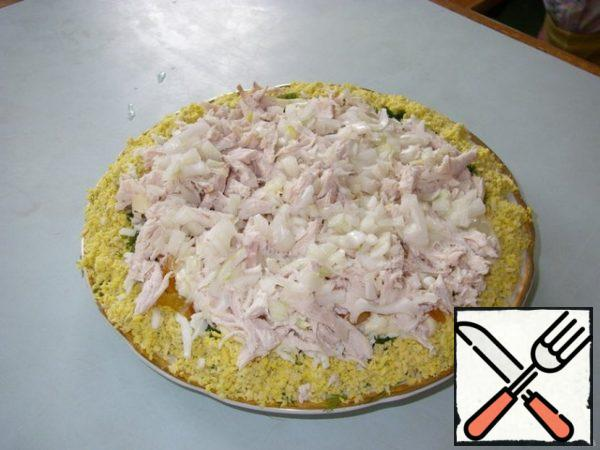Boil chicken fillet, cut into strips, top with marinated onions, cover with mayonnaise.