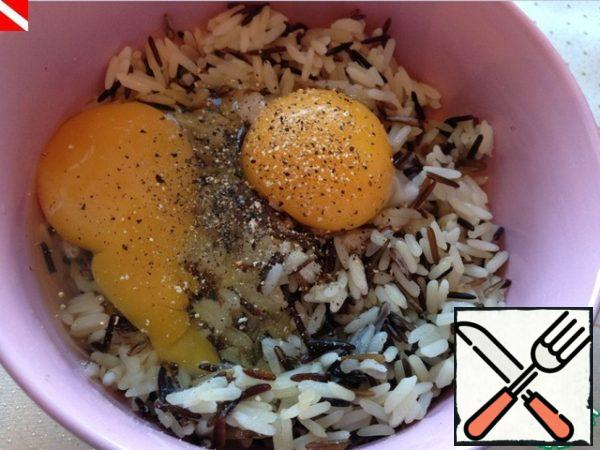 Add 1 whole egg and yolk from the second egg, your favorite seasoning. Today I have lemon salt and black pepper powder, I really like to use oregano or red hot pepper.